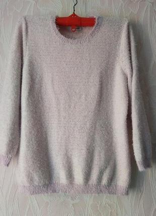 Нежный свитерок с жемчужинами по горловине большого размера