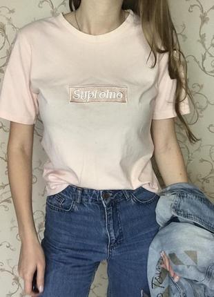 Supreme. оригинальная футболка суприм. пудровые- розового цвета