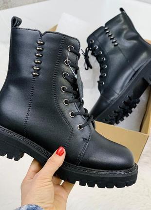 Крутые кожаные черные ботинки на зиму