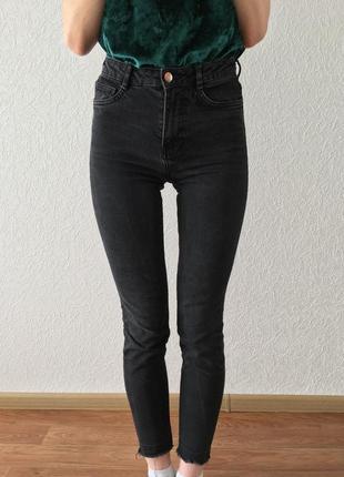 Чорні облягаючі джинси zara