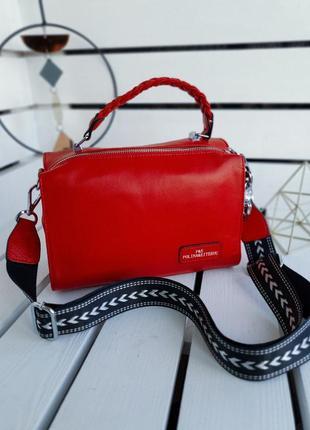 Эффектная красная кожаная сумка