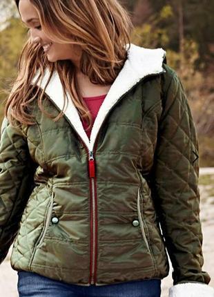 Зимняя куртка с капюшоном, на меху