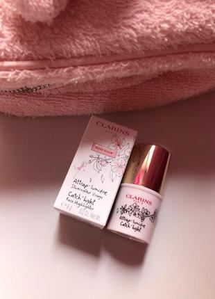 Хайлайтер в стике clarins catch light rosy pearl
