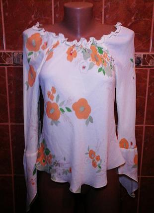 Блузка с вырезом в цветочный принт