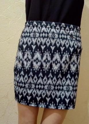 Черная мини -юбка с принтом от boohoo