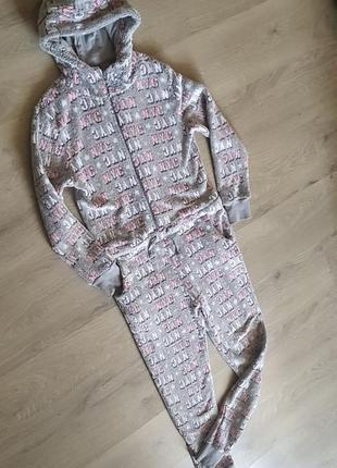 Клевая тёплая пижама кигуруми серая в надписи с капюшоном