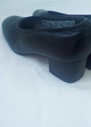Кожаные туфли на удобном устойчивом каблуке. каблук-5см. medicus