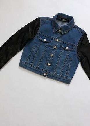 Укороченная джинсовая куртка  рукава из кожзама forever 21
