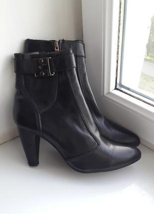 Отличного качества кожаные ботинки studio