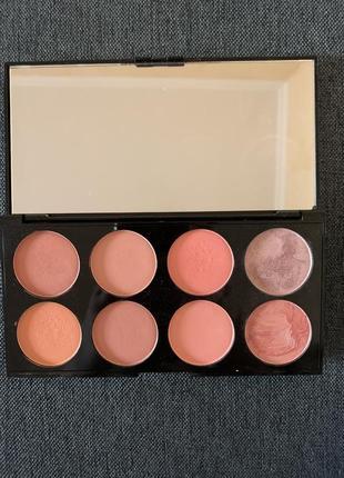 Палетка з 8 рум'ян makeup revolution blush palette