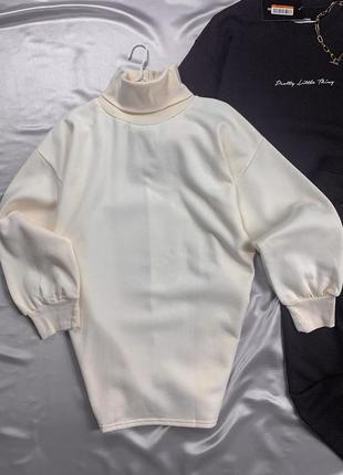 Нюдовый удлиненный свитер
