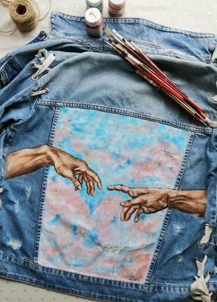 Шикарная роспись красками на джинсовке джинсовой куртке микеланджело сотворение адама руки