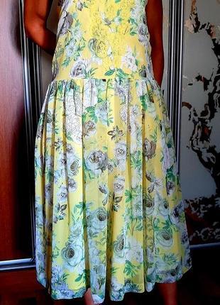Нежное желтое шифоновое платье в цветочный принт