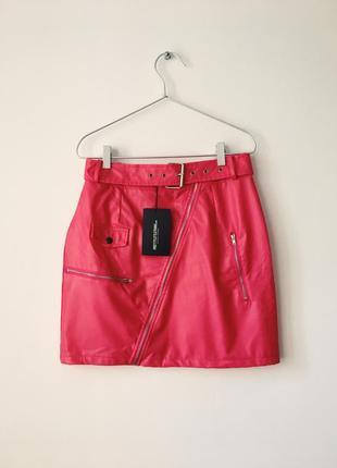 Новая стильная юбка из эко кожи prettylittlething яскраво-рожева спідниця з еко шкіри
