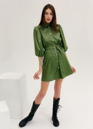 Стильное платье из эко-кожи с рукавами-фонариками