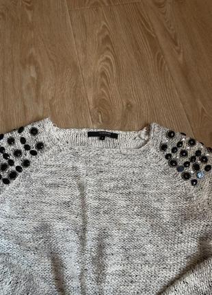 Красивый тёплый свитер с камнями