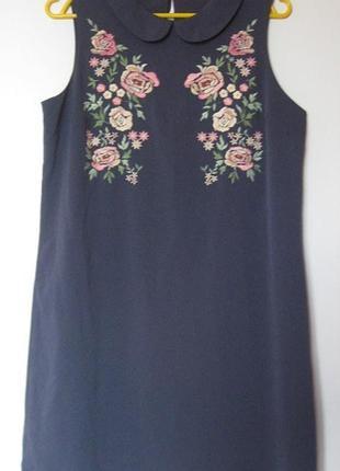 Платье серое с вышивкой