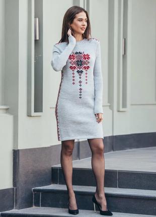 Вязаное платье стася светло-серого цвета с орнаментом