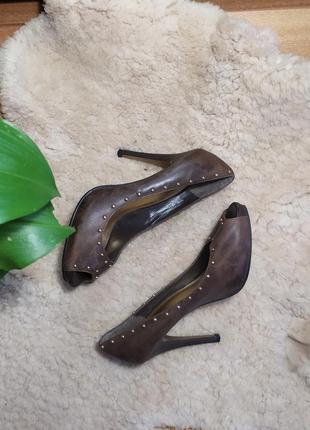 Коричневые туфли лодочки