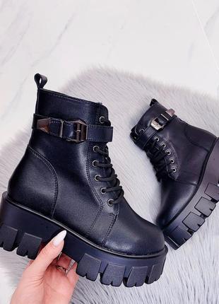 Новые женские кожаные зимние чёрные ботинки на грубой подошве