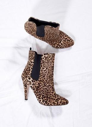 Леопардовые сапоги на каблуке, коричневые ботильоны с острым носком, коричневые сапожки