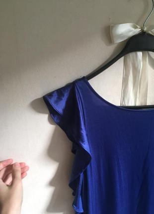 Очень красивое струящееся яркое платье