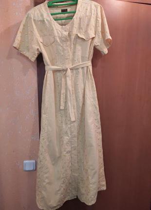 Длинное платье в пол, на пуговицах