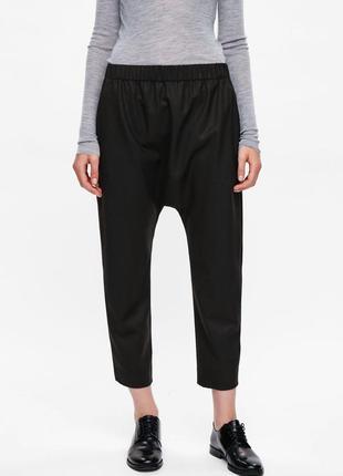 Укороченные брюки-гарем(мотней) с заниженным шаговым швом cos