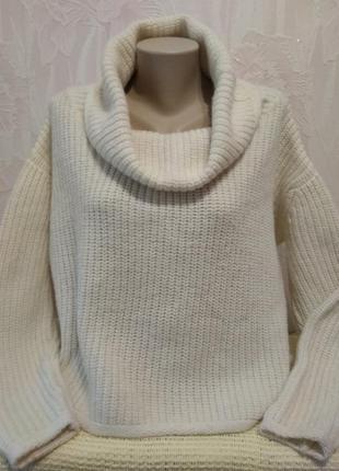 Теплый свитер крупной вязки с высоким воротом