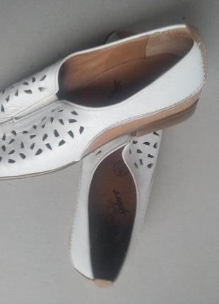 Отличные кожанные туфли с перфорацией