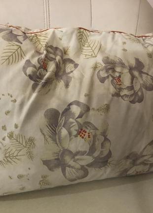 Перьевая подушка прямоугольная светлая без наволочки