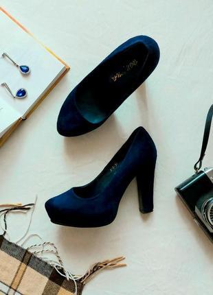 Роскошные женские замшевые темно-синие туфли на каблуке из натуральной замши