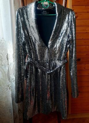 Платье нарядное в серебре