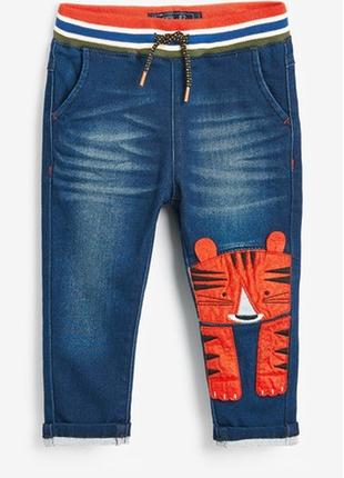 Классные  тепленькие   джинсы next с аппликацией