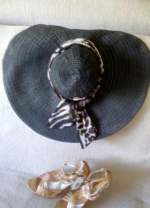 Широкополая голливудская шляпа