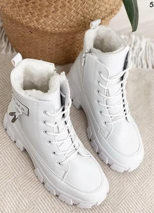 Шикарные ботиночки белые на зиму