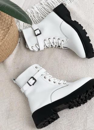 Шикарные зимние ботиночки на черной подошве