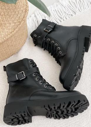 Шикарные зимние ботиночки черные с ремешком