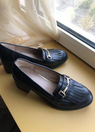 Туфли оксфорды лоферы на устойчивом каблуке с бахромой застежкой1 фото