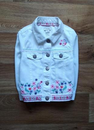 Красивая джинсовка с вышивкой