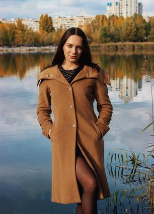 Актуальное бежевое пальто