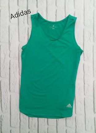 Спортивна футболка adidas для бігу та фітнесу