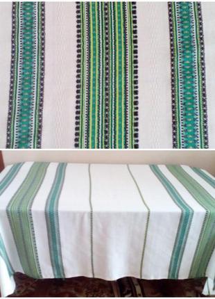 Вишита скатертина на розкладний стіл
