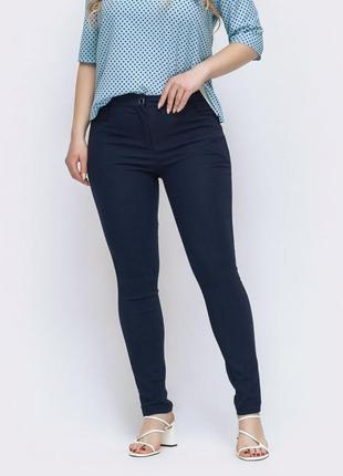 Темно синие брюки, штаны заужены к низу бренда yuor fashion trend