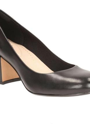 Туфли кожа clarks устойчивый каблук 39.5 размер новые