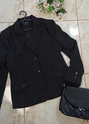 Брендовый черный пиджак жакет в полоску