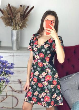 Красивое плотное платье в цветочный принт