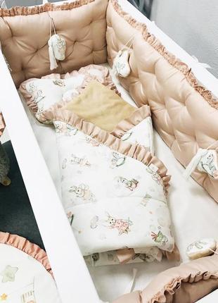 Бортики в кроватку пудровые каретная стяжка на 4 стороны