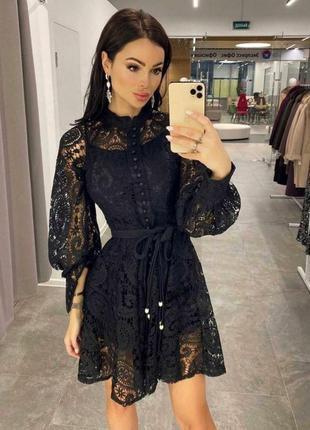Платье на пуговках в кружево