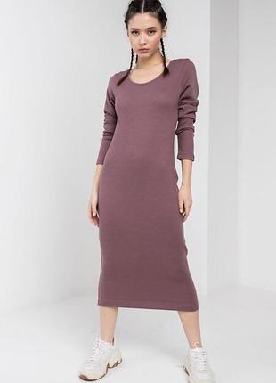 Трикотажное платье футляр aura в мелкий рубчик ниже колен